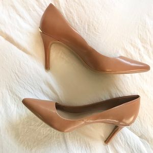 Calvin Klein tan leather heel with gold detail